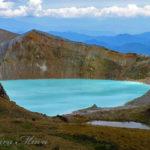 乳青色の火口湖が印象的な「白根火山」と、万座温泉の回想。